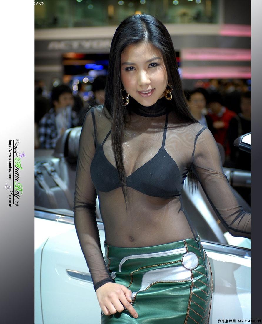 香车美女 车模大胆演绎黑色透视装