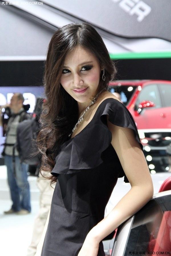 黑色小礼服可爱车模