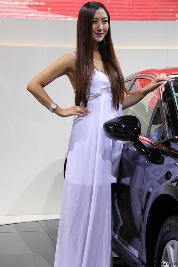 白色长裙性感美女_图片库-汽车点评 竖
